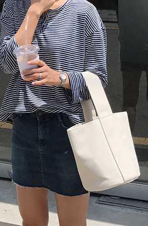 [UUE] Round bucket (bag)